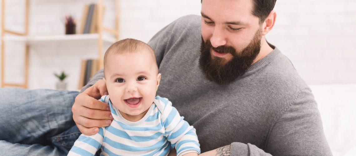 Congé parental : beaucoup d'avantages pour les fonctionnaires